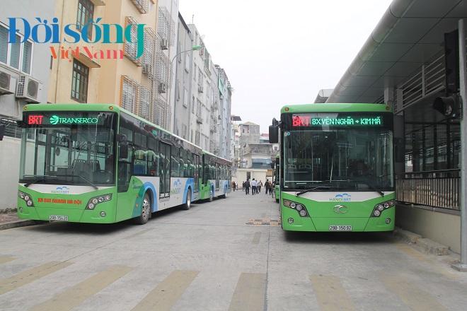 Chủ tịch Hà Nội đi xe buýt nhanh 4