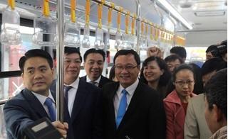 Chủ tịch Hà Nội trực tiếp đi xe buýt nhanh BRT ngày khai trương
