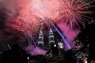 2017 gõ cửa từ châu Á, pháo hoa bừng sáng khoảnh khắc giao thời