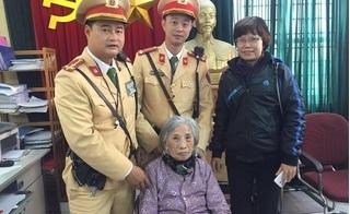 CSGT giúp cụ già đi lạc chiều cuối năm tìm được người nhà