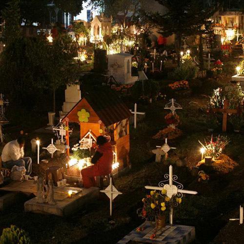 Truyền thống đêm giao thừa ở Chile là ra nghĩa trang đoàn tụ với người đã khuất