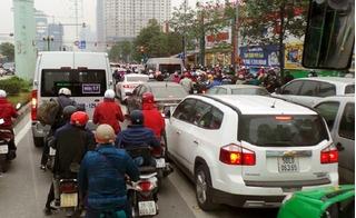 Xe buýt BRT bị bao vây tứ phía nhưng vẫn nhanh hơn chỉ tiêu... 3 phút