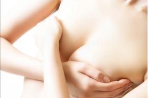 Người gầy khi làm phẫu thuật ngực không nên đệm quá cao