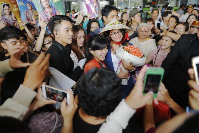 Cô dâu 8 tuổi đến Việt Nam 1
