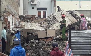 Hiện trường ngổn ngang vụ sập trụ sở cũ của báo Đà Nẵng, 2 người tử vong