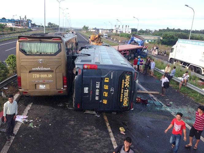 Tai nạn liên hoàn trên cao tốc Long Thành - Dầu Giây 1