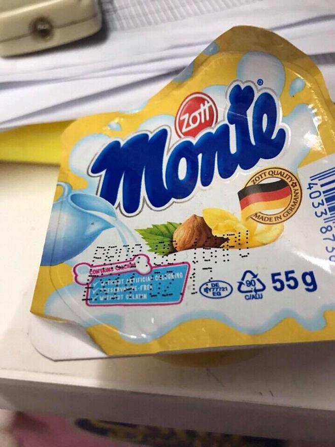 Váng sữa Monte mốc đen 2