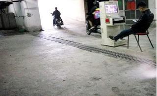 Bảo vệ chung cư Xa La phủ nhận việc ăn nhậu, đánh vào đầu cư dân trong giờ làm việc