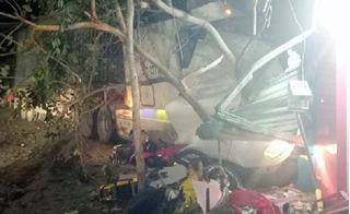 Giao thông 24h: Xế hộp đi vào đường cấm, tài xế ngủ gật đâm sập nhà dân