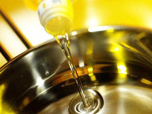 khử mùi hôi của dầu ăn