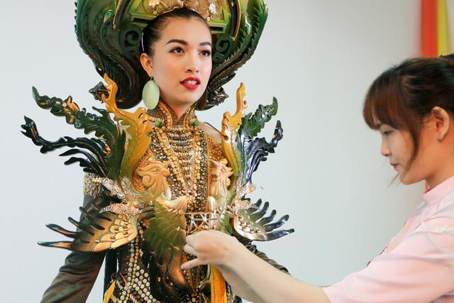 Lệ Hằng thi hoa hậu Hoàn vũ thế giới 13