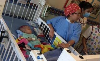Bé trai 10 ngày tuổi mắc bệnh não úng thuỷ bị bỏ rơi trước cổng chùa: