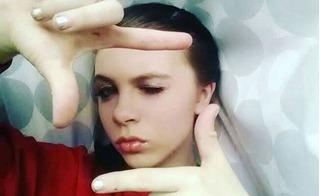 Bi kịch lạm dụng tình dục khiến bé gái tuyệt vọng livestream cảnh tự tử