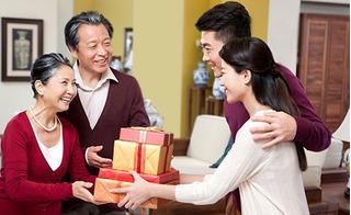 Các món quà Tết nào vừa ý nghĩa, sang và hợp túi tiền?