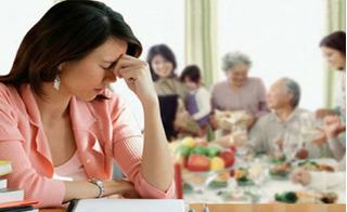 Đón Tết ở nhà chồng: Cảm giác tủi thân, lạc lõng không bao giờ mất đi