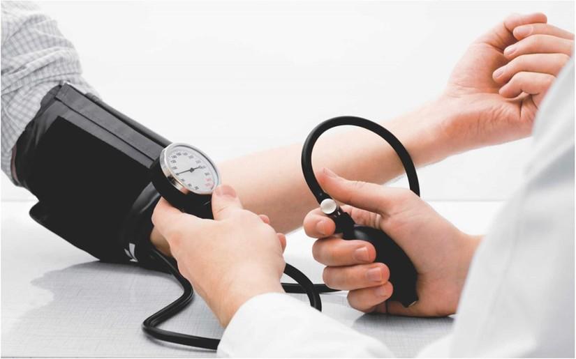người mắc bệnh cao huyết áp