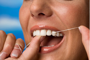 Hướng dẫn làm sạch kẽ răng bằng chỉ nha khoa