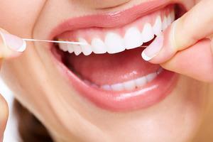 Sử dụng chỉ nha khoa để làm sạch răng hiệu quả