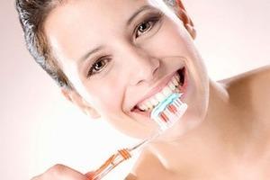 Chọn bàn chải và thuốc đánh răng phù hợp