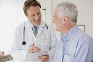 Tại sao huyết áp người già lúc cao lúc thấp khó khống chế?