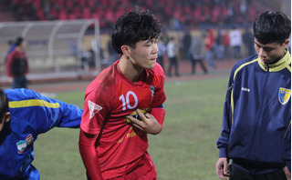 Vì đâu Công Phượng ngã gục ngay khi kết thúc trận đấu gặp Hà Nội FC?