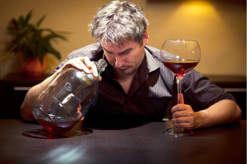 Uống nhiều rượu làm cho mỡ trong máu tăng cao