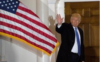 Ngồi ghế Tổng thống chưa ấm chỗ, ông Trump đã dính vào kiện tụng