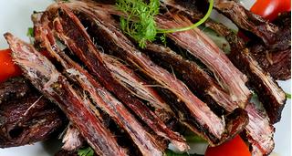 Thịt trâu gác bếp – món ăn khoái khẩu mang về tiền tỷ cho người dân Yên Bái