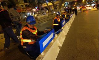 Hà Nội: Lắp dải phân cách cứng cao 60cm cho tuyến BRT trong đêm