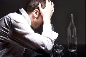 Uống rượu có ảnh hưởng tới bệnh chết não đang do thiếu huyết hay không?