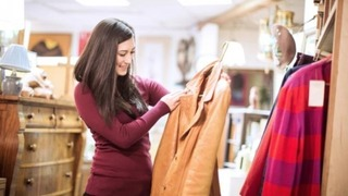 Cuối năm, mua quần áo mới – tiềm ẩn độc hại chớ dại mặc ngay!