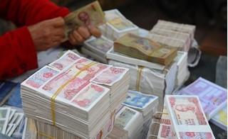 Đi đổi tiền lẻ mới dịp Tết, dân kêu trời vì đủ kiểu bất cập