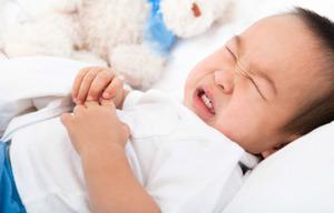 Những dấu hiệu nhận biết khi bé bị đau bụng hoặc đầy hơi