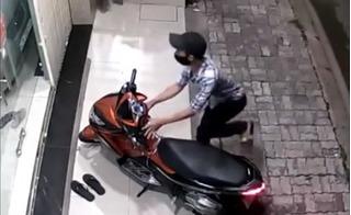 Đồng Nai: Thanh niên ngáo đá ăn trộm xe máy rồi leo lên mái nhà cố thủ