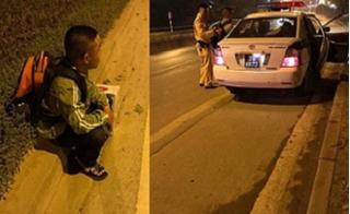 Dân mạng nức lòng cảnh chiến sĩ CSGT giúp người dân về quê đêm 30 Tết