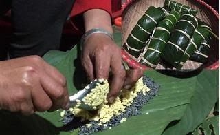 Phong tục đón Tết của người Thu Lao: Trưa mùng 1 mới gói bánh chưng đón Tết