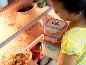 Cảnh báo nguy hại khi ăn đồ thừa trong tủ lạnh dịp Tết