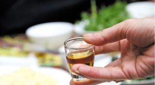 Ngày xuân - thận trọng khi rượu rởm vào bàn tiệc