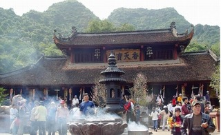"""5 kinh nghiệm đi chùa Hương để tránh không bị """"chặt chém"""""""