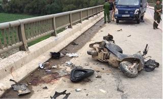 Tài xế xe tải chạy lấn làn, hất văng 3 người rơi xuống cầu từ độ cao hàng chục mét