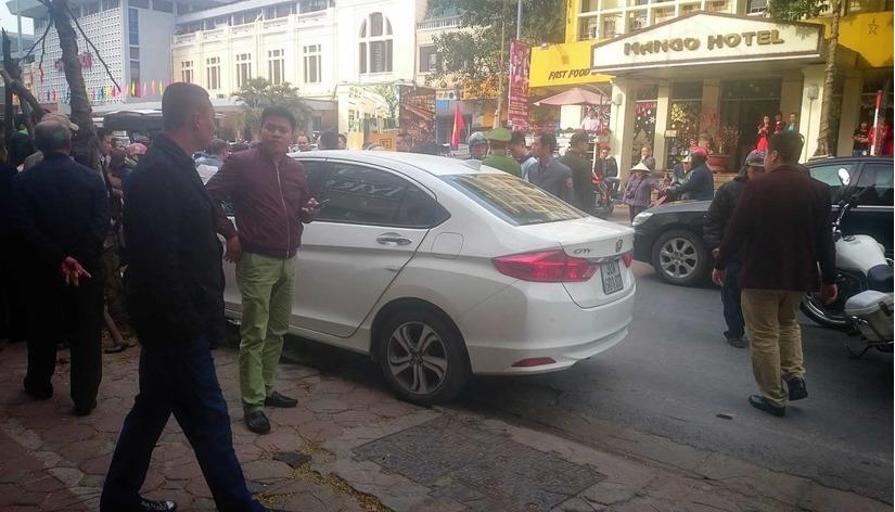 ô tô mất lái gây tai nạn liên hoàn ở Hà Nội 1
