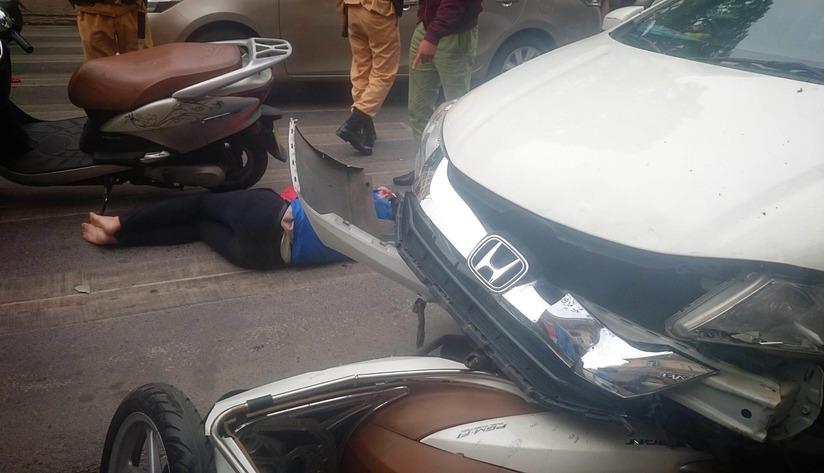 ô tô mất lái gây tai nạn liên hoàn ở Hà Nội 2