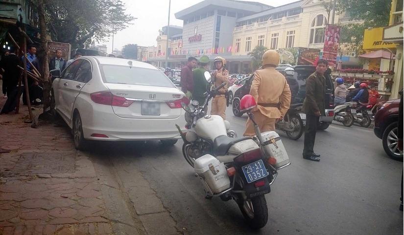 ô tô mất lái gây tai nạn liên hoàn ở Hà Nội 5