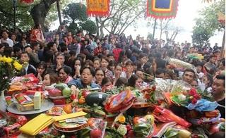 Hàng vạn người dân Thủ đô chen chân đi Phủ Tây Hồ ngày đầu đi làm