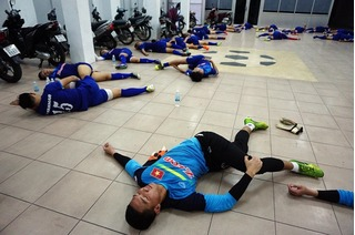 U23 Việt Nam gặp sự cố trong buổi tập đầu tiên, Huy Toàn tập luyện trở lại