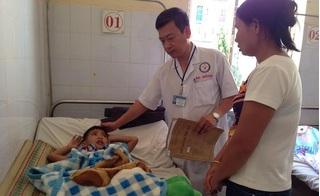 Sụp hầm bồn cầu trường mầm non, bé trai 5 tuổi ngã nứt sọ