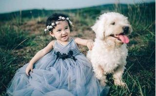 Bé gái 3 tuổi siêu dễ thương giúp mẹ thu nhập 30 triệu/tháng