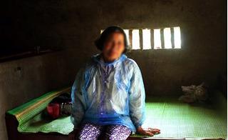 Người đàn bà 20 năm bị đám trai làng làm nhục, sinh 7 đứa con