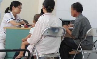 Khóc, cười xét nghiệm ADN: Họa sĩ giàu có ngậm ngùi