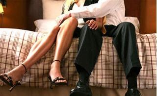 Oái oăm chuyện chồng xui vợ dụ tình địch vào nhà nghỉ thì mới tha thứ